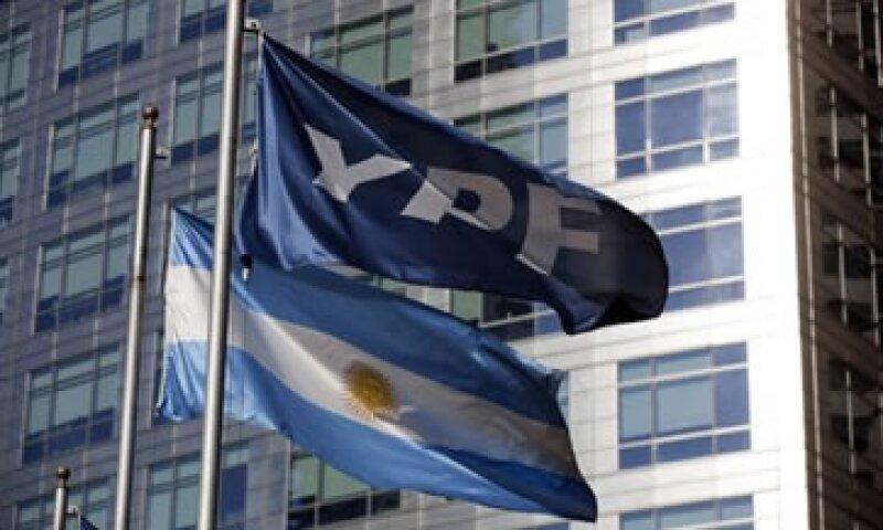 Las acciones de Yacimientos Petrolíferos Fiscales (YPF) perdieron este lunes en el Mercado de Valores de Nueva York. (Foto: Reuters)
