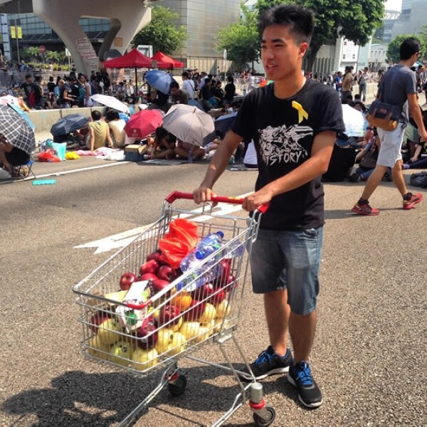 Hong Kong manifestantes viveres limpieza