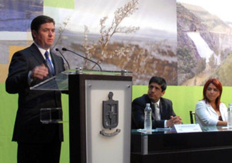 El gobernador del estado, Rodrigo Medina de la Cruz, presentó el Programa de Acción ante el Cambio Climático Nuevo León 2010-2015.  (Foto: Cortesía del gobierno de Nuevo León)