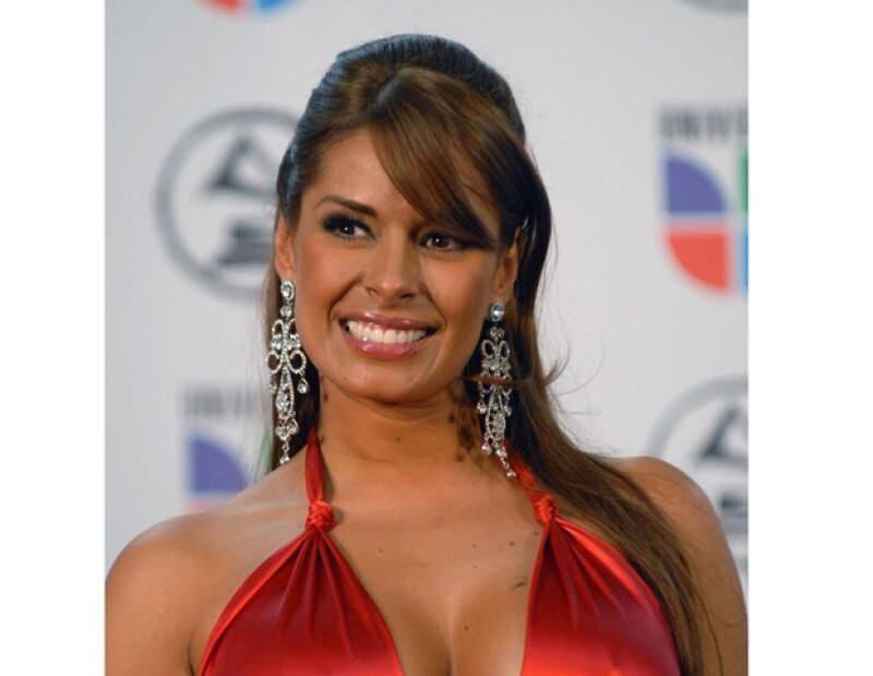La actriz y conductora mexicana mostró las primeras imágenes de su hijo, a poco más de una semana de haber dado a luz.