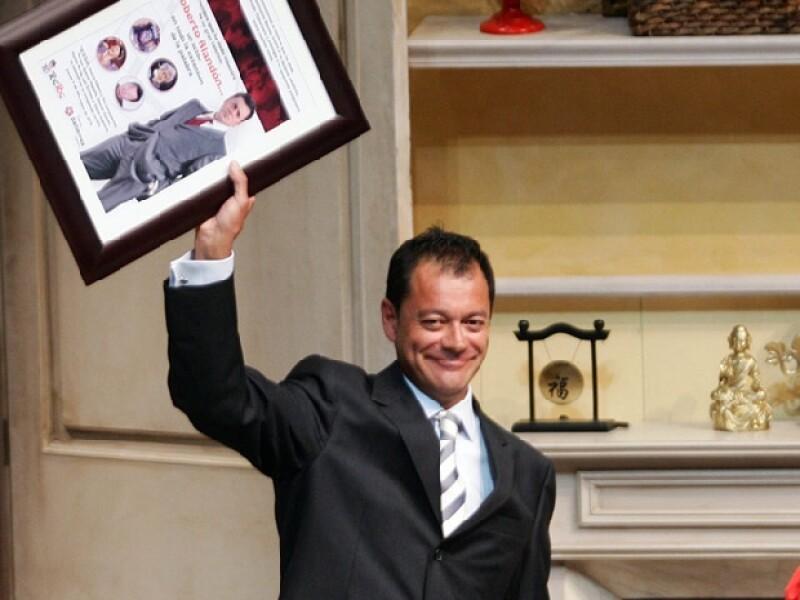 El actor recibió un homenaje por sus 30 años de trabajo continuo en los que se incluyen más de 40 puestas en escena profesionales y un sinfín de telenovelas. Y agradeció el apoyo de su familia.