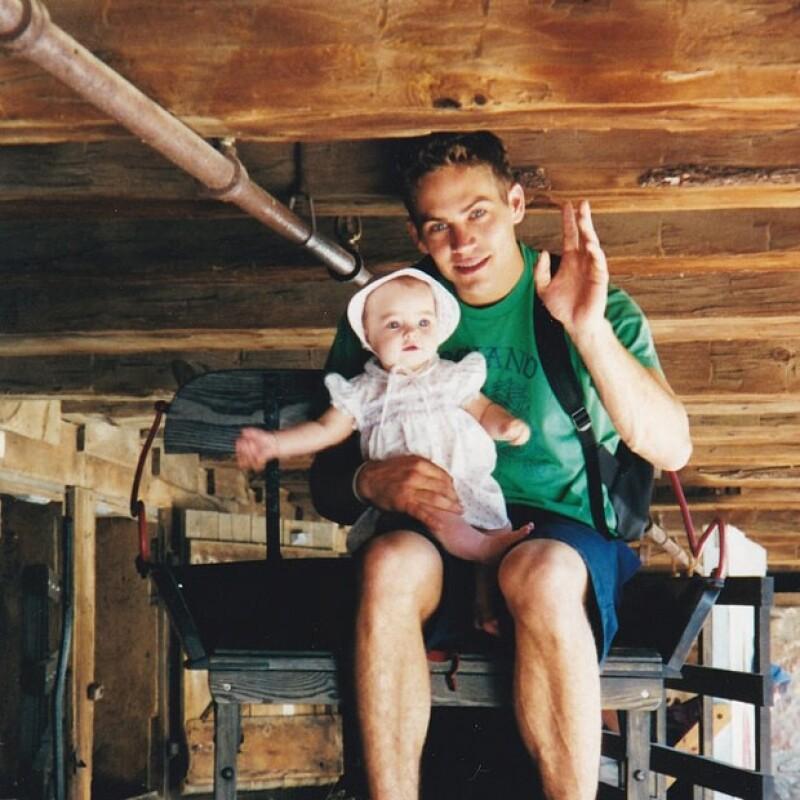 Meadow Walker, hija de 16 años del actor, publicó una foto de cuando era bebé en la cual aparece en los brazos de su padre.