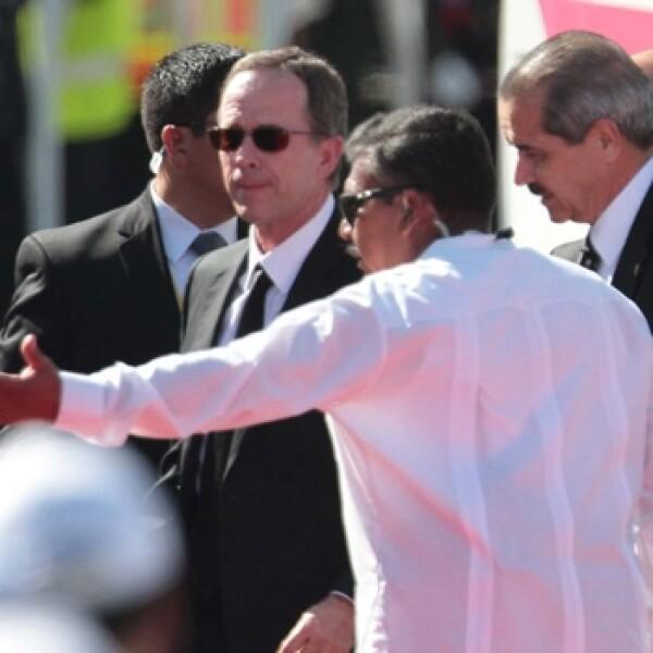 luege y cordova villalobos en la ceremonia de bienvenida del papa
