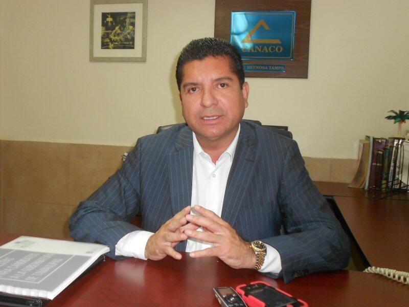 El independiente declinó por el candidato del PAN, Francisco Javier García Cabeza de Vaca.