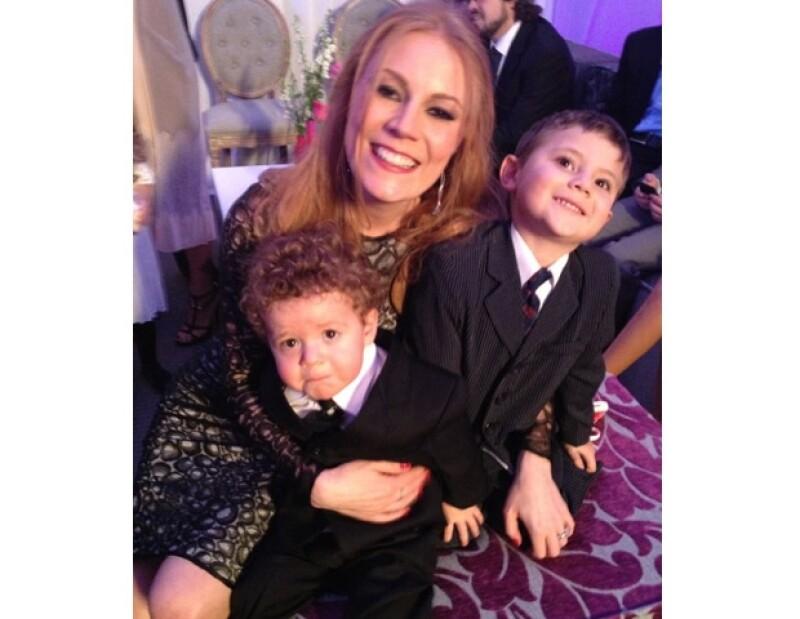 Conoció el amor incondicional cuando vio por primera vez los ojos de Liam (4 años) y Julian (1 año 9 meses), ambos son su mayor motivo para ser feliz.