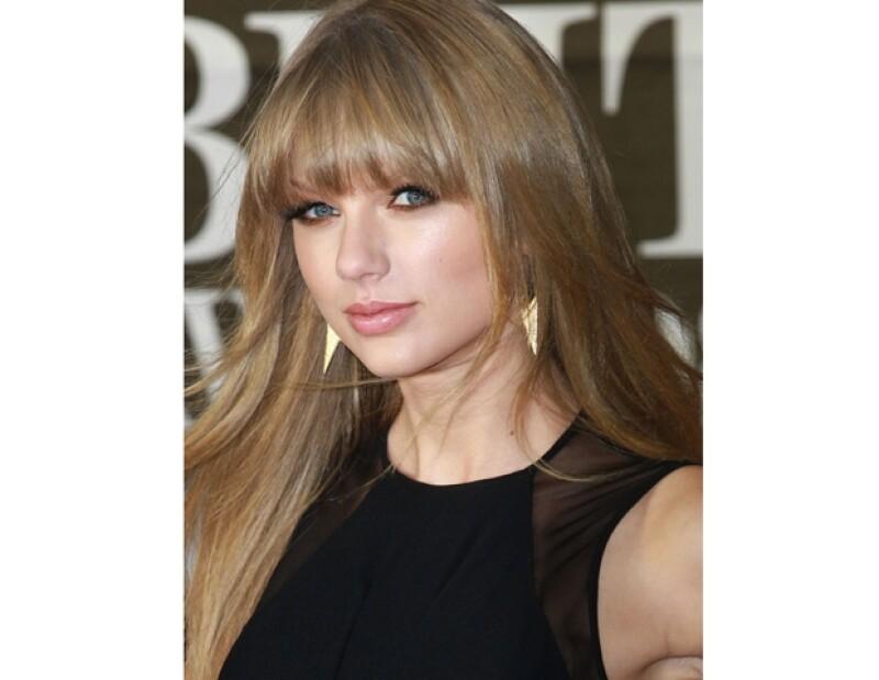La actriz confesó que no le gustaría ser la típica famosa que termina sin amigos, ni pareja. Además, confesó que ha decidido vivir la vida y dejar de planear todo.