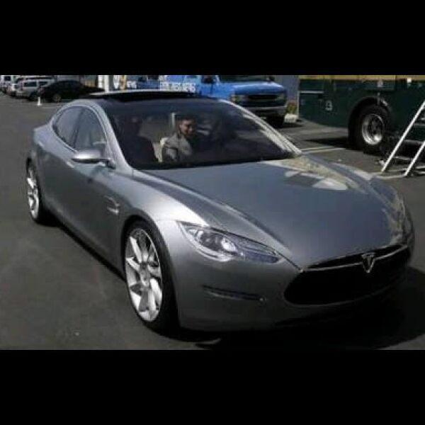 Tesla Motors lanzó su modelo S el jueves, el primer auto totalmente eléctrico.