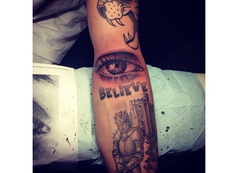 Bieber se tatuó el ojo de su madre, ahora ella siempre estará observando sus movimientos.