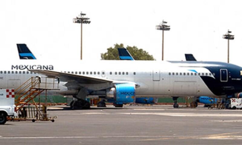 La Secretaría de Comunicaciones aseguró que aún se siguen analizando las propuestas de los interesados en Mexicana de Aviación. (Foto: Notimex)