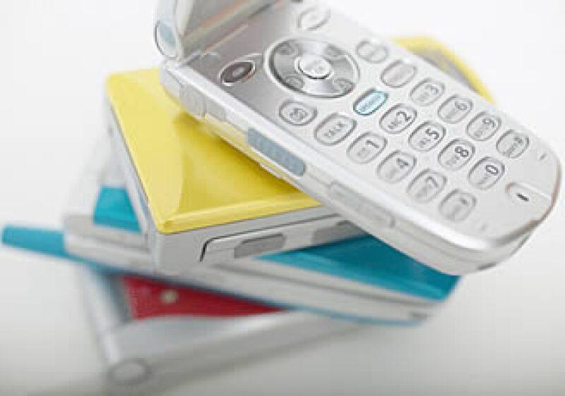 En 2009 se vendieron más teléfonos inteligentes que computadoras, 180 millones de unidades. (Foto: Jupiter Images)