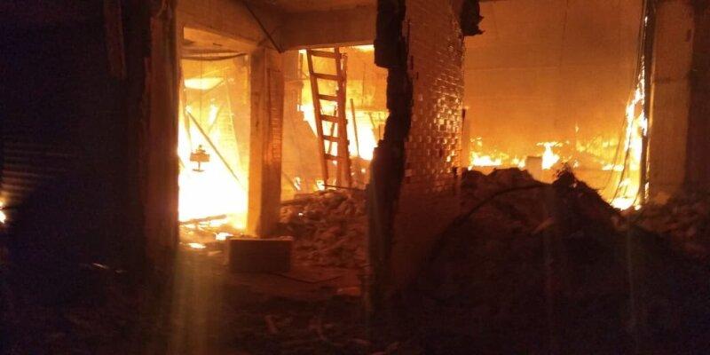 Incendio en Mercado La Merced. Foto: @SGIRPC_CDMX en Twitter.
