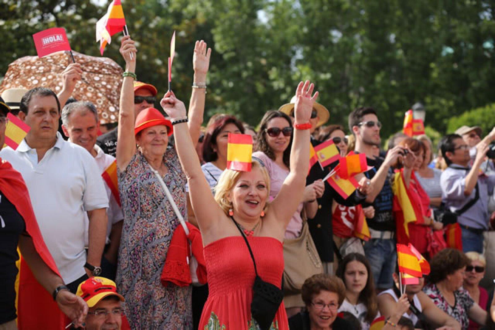 Emoción en las calles de Madrid. `Viva el Rey´, gritan.