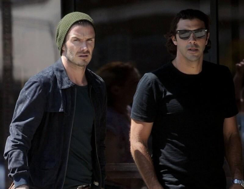 David arribó al restaurante Gjelina en Venice, California acompañado de un conocido.