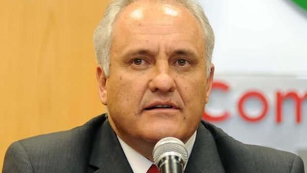 El secretario de Gobernación, Miguel Ángel Osorio Chong, confirmó el deceso del político, así como de otras personas, al caer un helicóptero en el estado de San Luis Potosí.