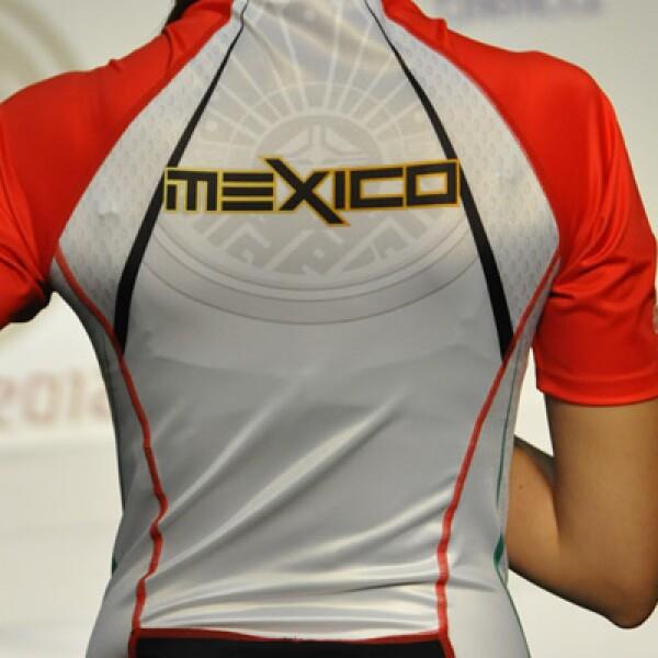 Además de los toques autóctonos, la firma deportiva Atlética informó que incorporó elementos innovadores a las fibras textiles, que pondrán en alto la tecnología y el talento mexicano.