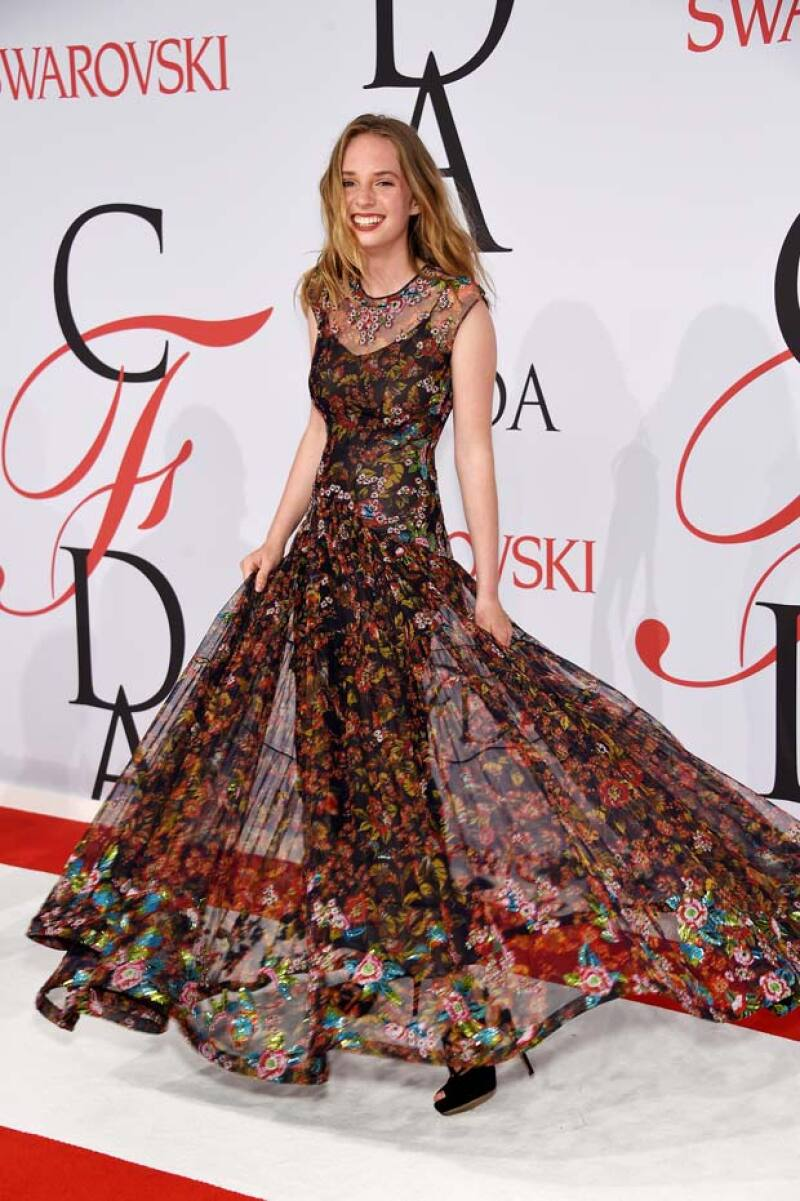 Así lució la guapa Maya Thurman a su paso por la red carpet de los premios. CFDA.
