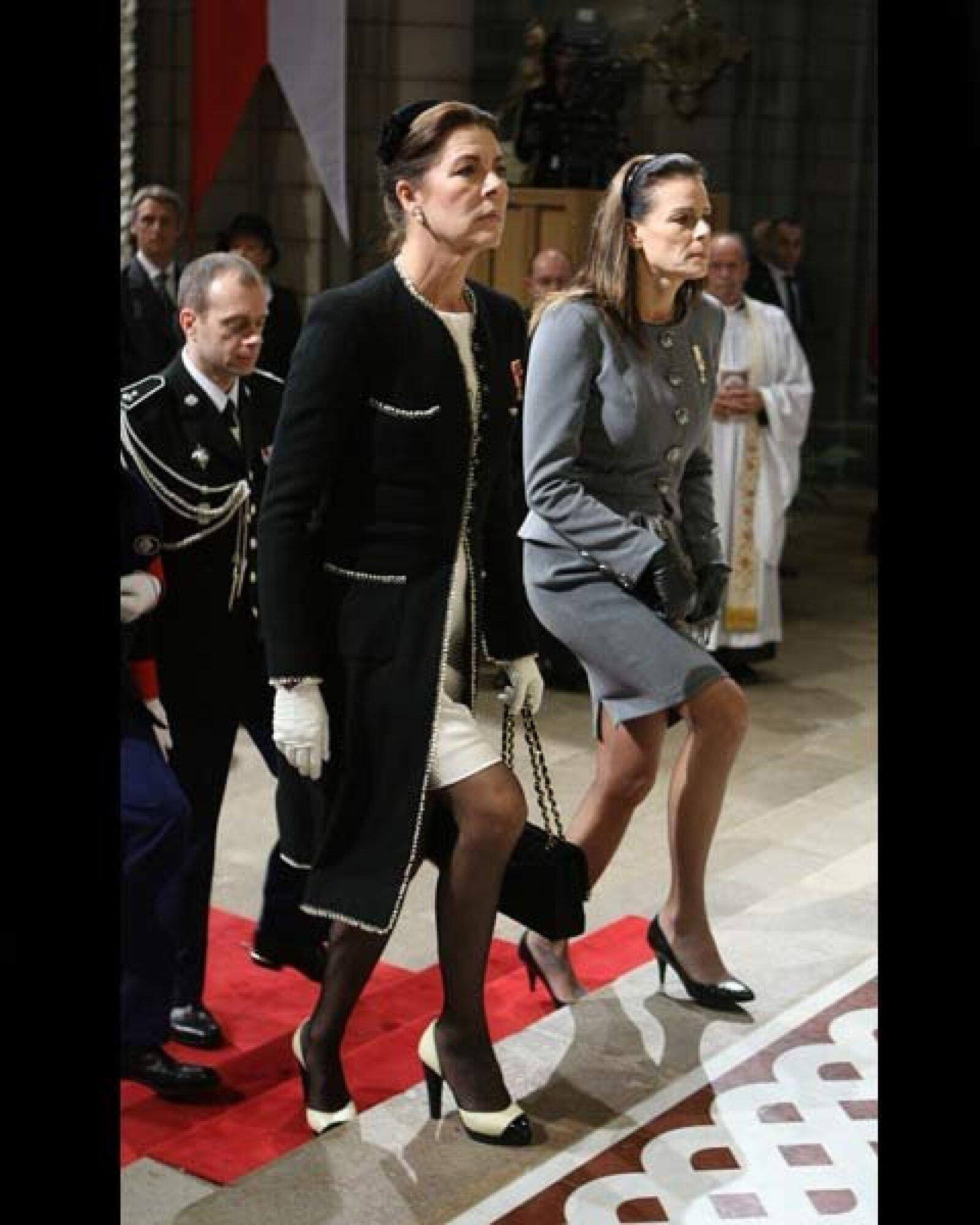 Las hermanas del príncipe Alberto llegando a la Catedral de Monaco.