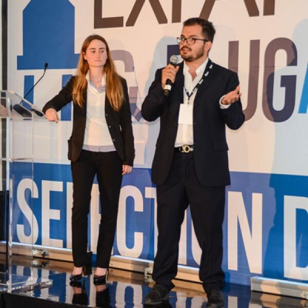 Jonathan Olvera y Sofia Mestre presentaron su empresa de marketing móvil que vincula a las empresas con sus consumidores finales.