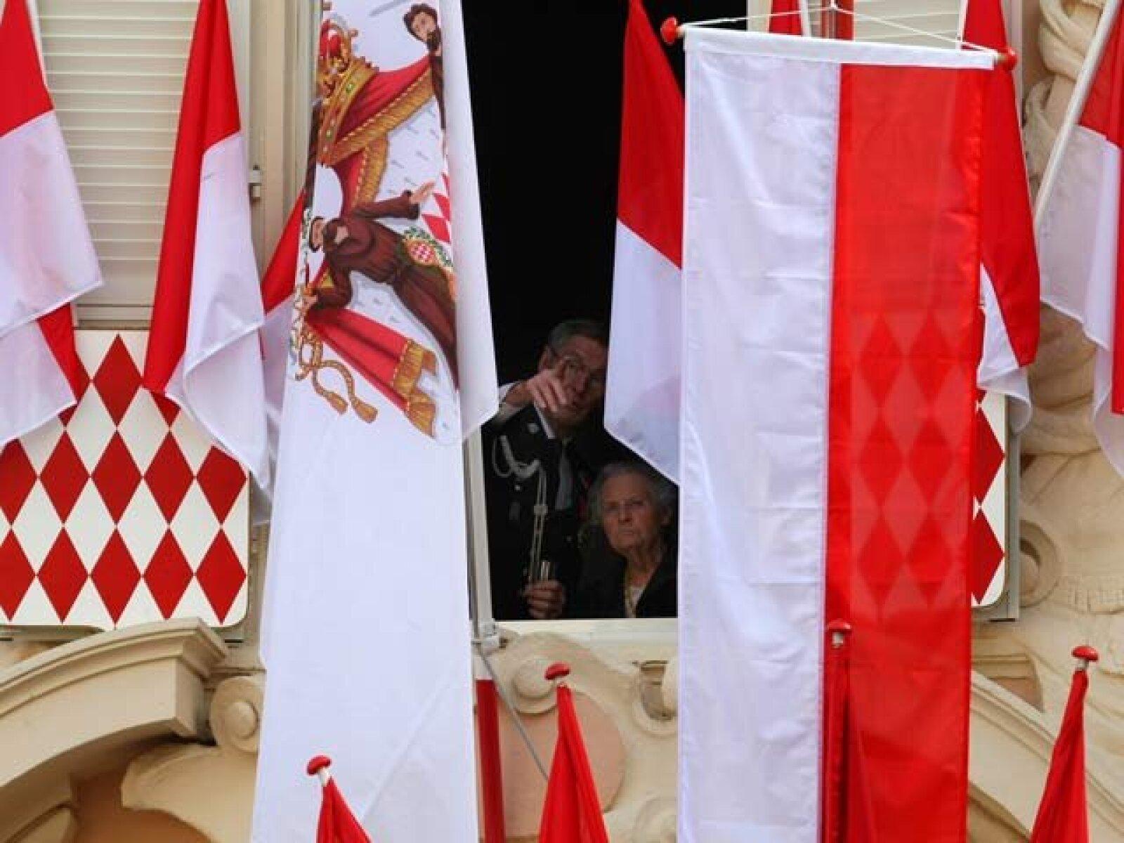 Los ciudadanos miran la ceremonia.