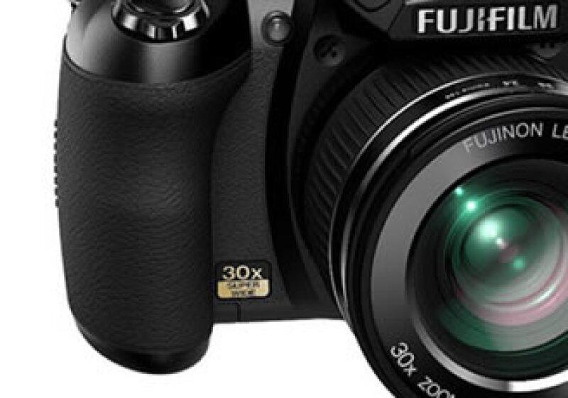 Esta cámara es más económica que otros equipos réflex. (Foto: Cortesía Paréntesis)