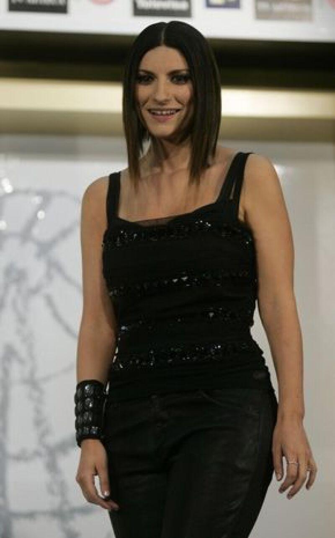 La cantante italiana deberá esperar unos dos años para ir al altar porque siu novio aún no está oficialmente divorciado.