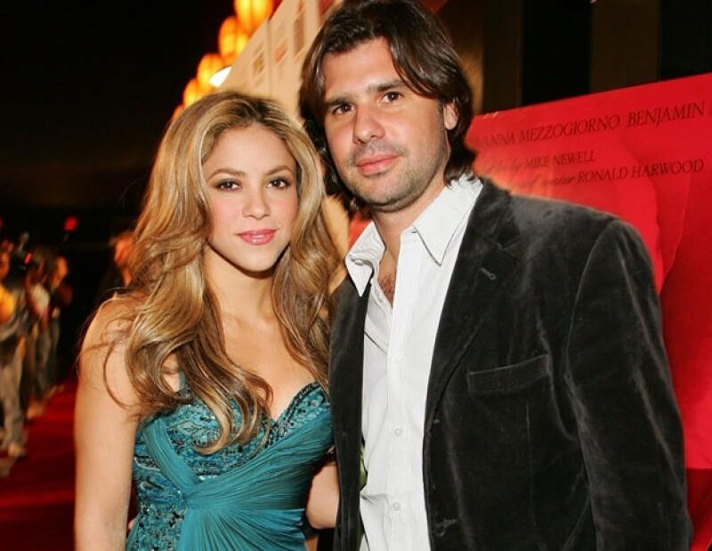 La cantante colombiana respondió a la demanda que le interpuso su ex aseverando que él le robó 3 millones de dólares y que nunca fungió como su representante o socio.