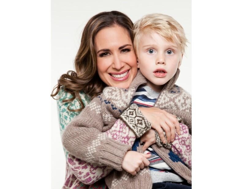 Martha Guzmán con su hijo Diego, muy navideños con Quién.com