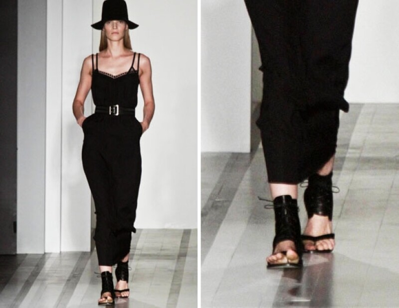 La diseñadora sorprendió al elegir zapatos planos y siluetas ligeras.