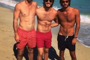 Galanura al triple. Diego Boneta con dos amigos en Miami.