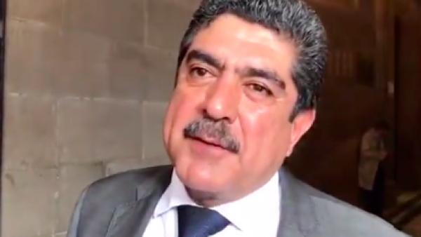 Manuel Espino llegando.png