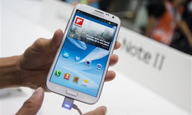 La publicidad del Galaxy Note hacía burla de los fans que hacen filas para adquirir el último producto de Apple.  (Foto: AP)