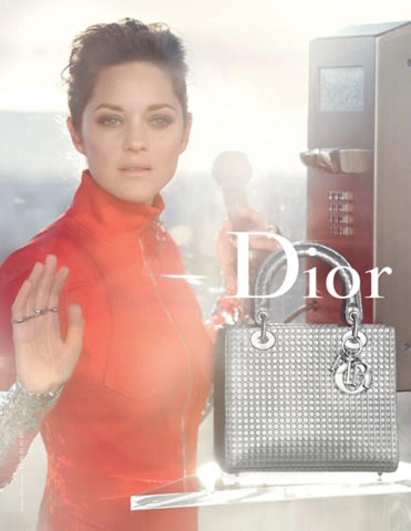 La más reciente campaña de Lady Dior con Marion Cotillard.