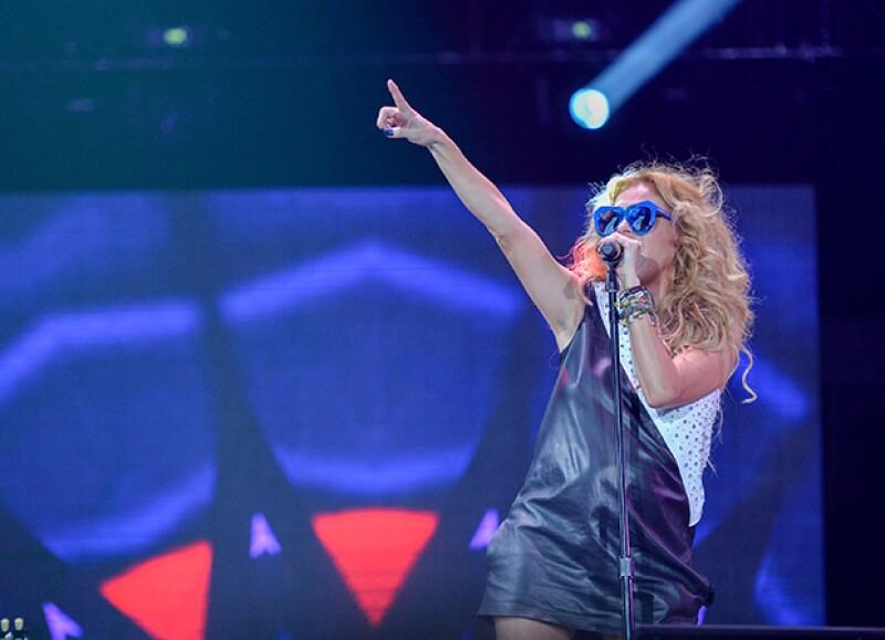 La cantante dejó ver su avanzado embarazo en un concierto recientemente.