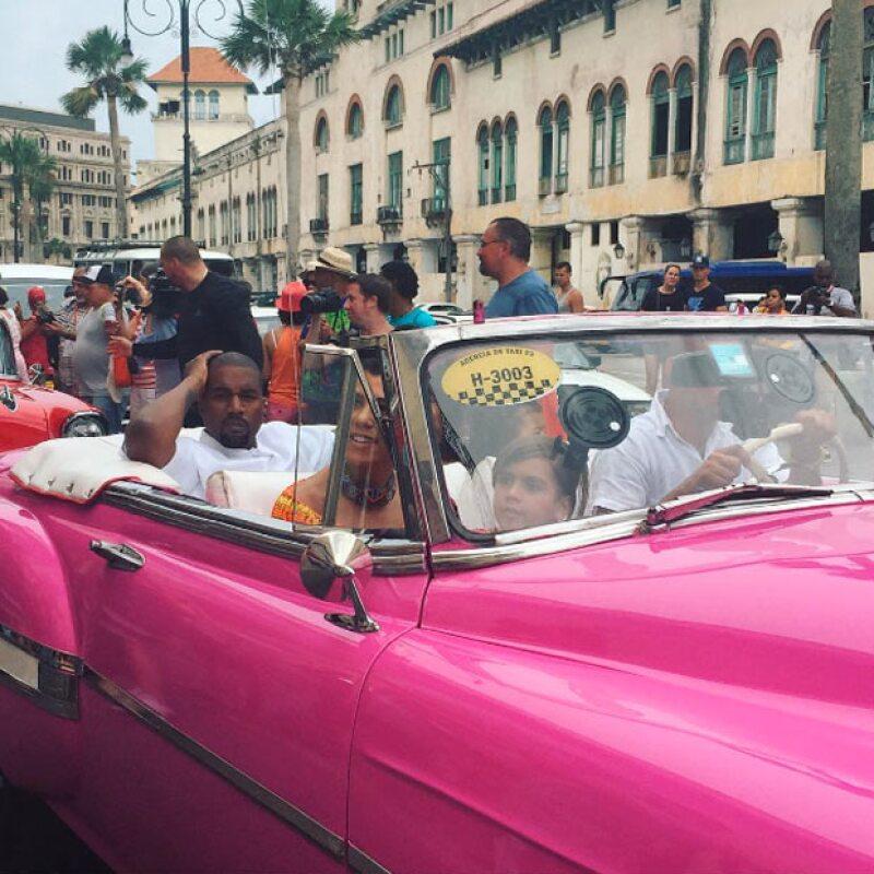 La familia más popular de Estados Unidos causó sensación en su paso por las calles de Cuba.