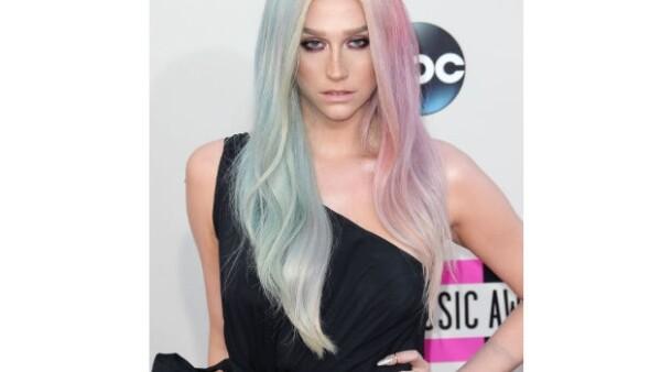 La cantante comienza el 2014 admitiendo que necesita tratamiento por los desórdenes alimenticios que sufre.