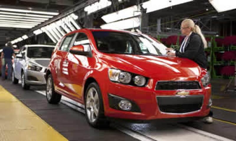 GM reiteró su previsión de ventas de vehículos en EU de todo el sector en la parte baja de un rango entre 13 millones y 13.5 millones. (Foto: Reuters)
