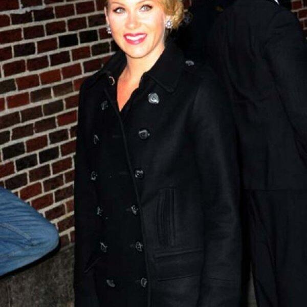 En 2008 Christina Applegate decidió ocultar a la prensa que tenía cáncer para evitar el acoso de los paparazzis, pero debido a que la detección fue a tiempo, la actriz esta fuera de peligro.