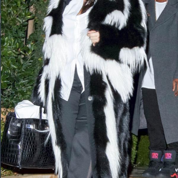 Kim Kardashian- `Si que está embarazada, yo vi el ultrasonido y era como la casa de HC Hammer, que no tiene muebles pero parecía que un montón de gente había hecho una fiesta ahí´.