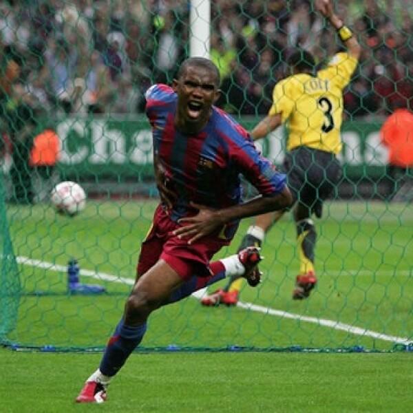 Samuel Eto'o festeja un gol en la final de la Champions League 2005