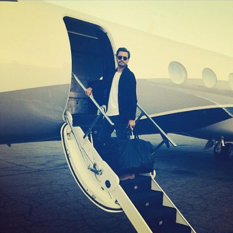 La estrella televisiva ha subido una foto posando en un jet privado para anunciar que ha salido del centro de rehabilitación, después de cinco semanas de haber ingresado.