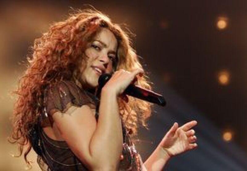 La cantante colombiana fue aplaudida por miles de personas en el concierto que ofreció en los Emiratos Árabes para celebrar la llegada del Año Nuevo.