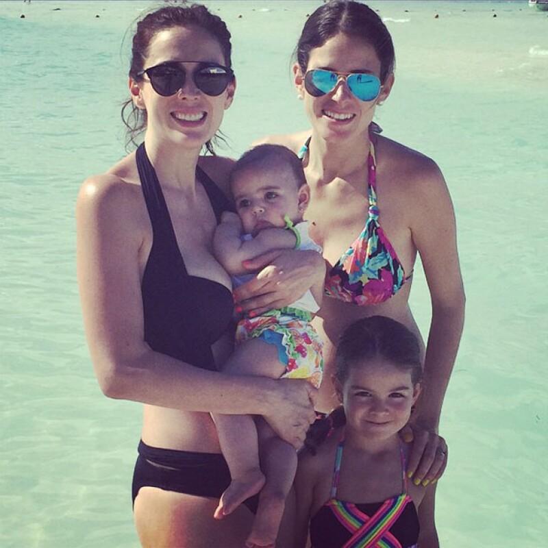 La conductora compartió en Instagram una foto junto a su hija menor, su hermana y su sobrina disfrutando de unas vacaciones de fin de año a la orilla del mar.