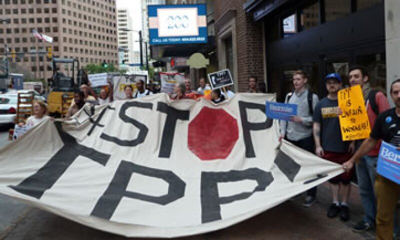Un grupo de manifestantes en Atlanta, Georgia, durante una protesta contra el Acuerdo Transpacífico (Foto: AFP/Archivo)