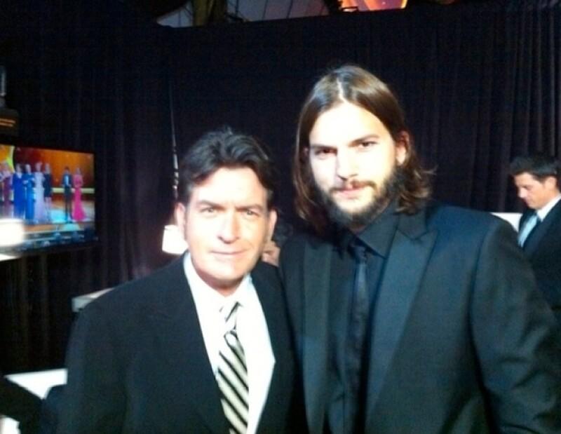 Charlie Sheen y Ashton Kutcher convivieron en el backstage del Emmy.