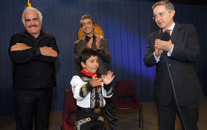 Vicente y Alejandro Fernández estuvieron en la Casa de Nariño con el presidente Álvaro Uribe, también los acompañó el niño Juan Sebastián Parada García, actor y cantante de música ranchera.