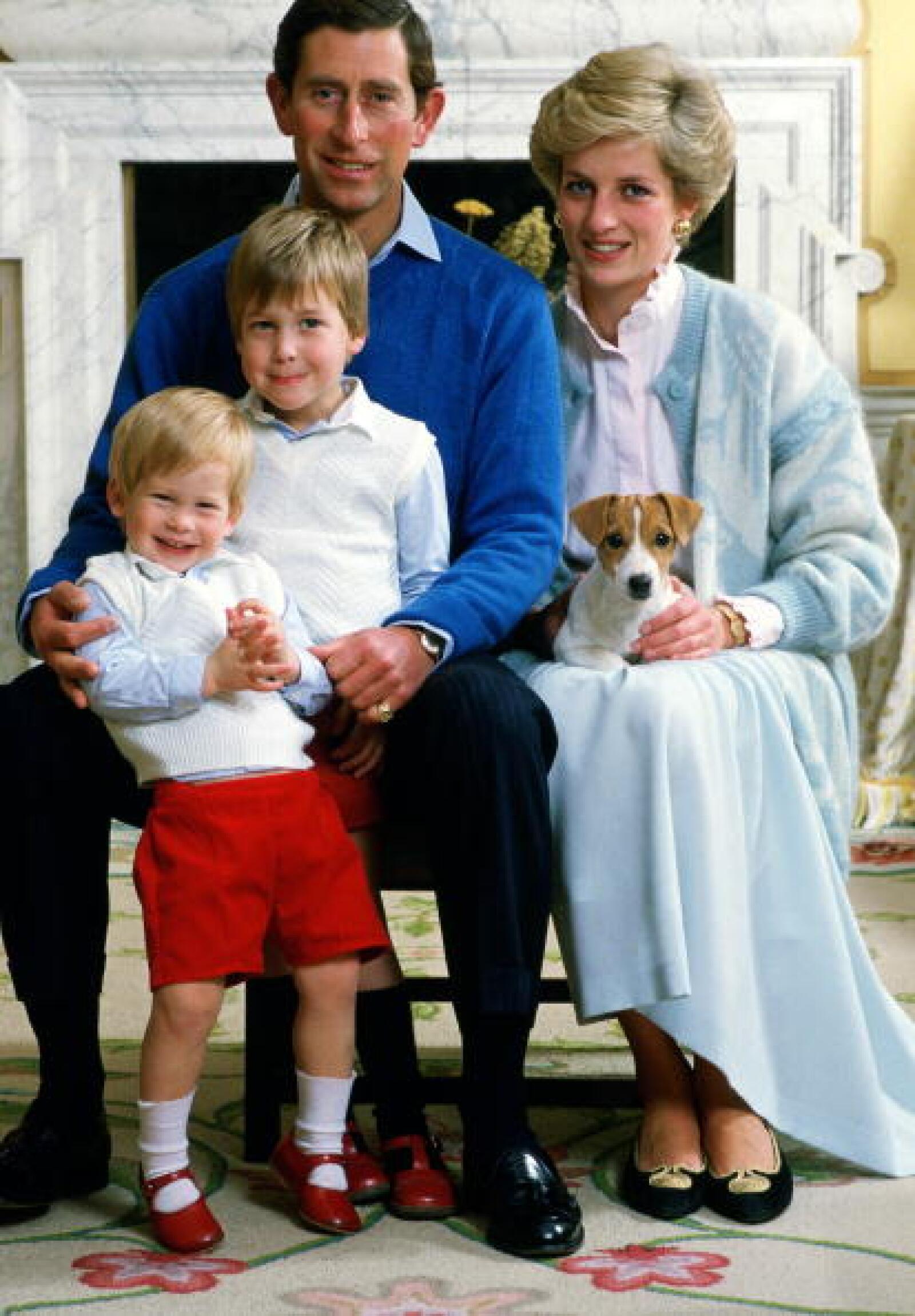 Carlos junto  a sus dos hijos Enrique y Guillermo.