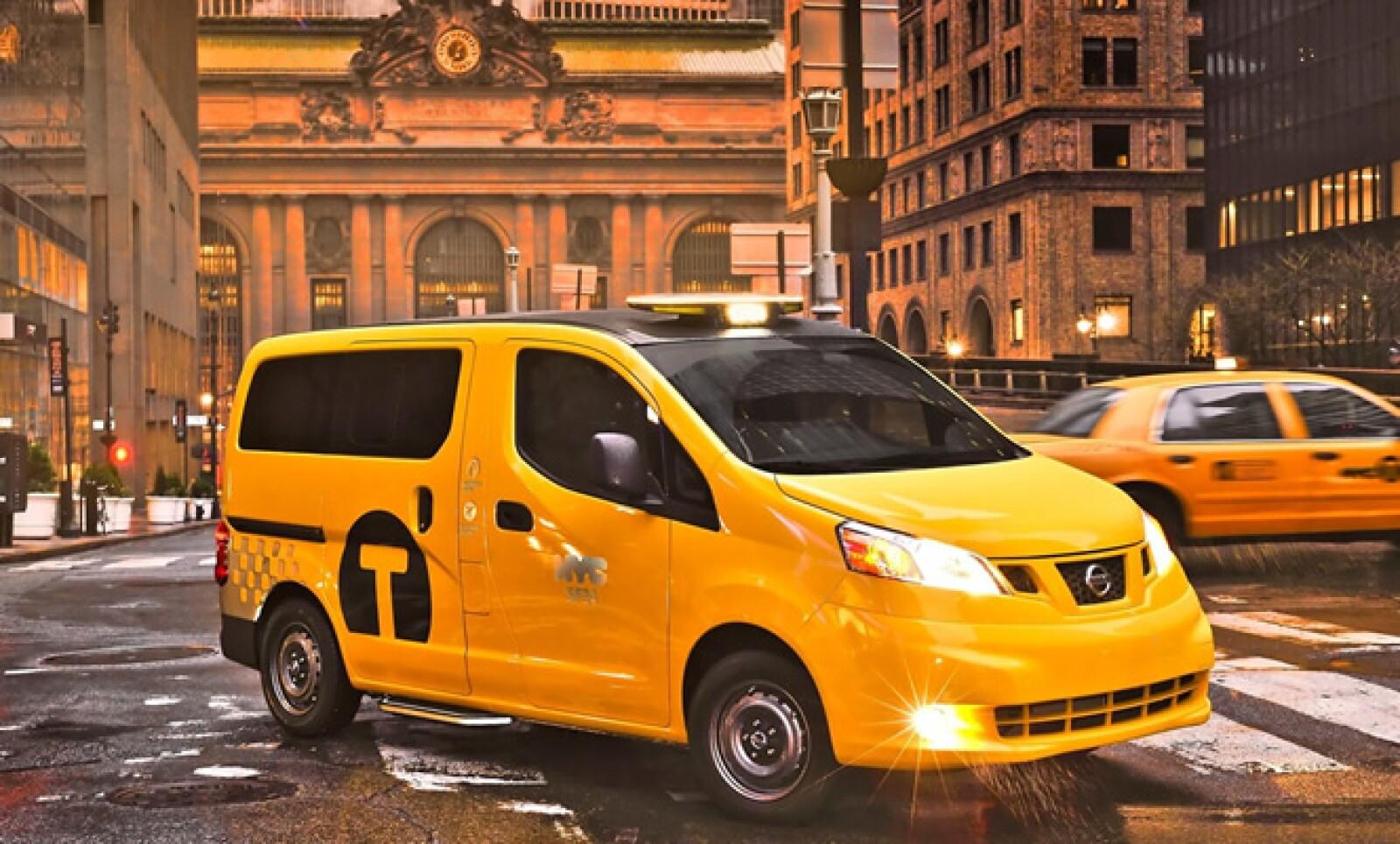 La Comisión de Taxis y Limusinas (TLC) de la Ciudad de Nueva York seleccionó al Nissan NV200 como el taxi exclusivo de la ciudad a partir de finales de 2013.