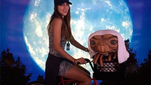 La actriz mexicana y Glenda Reyna visitaron el parque de diversiones y publicaron varias fotografías de su divertida experiencia.