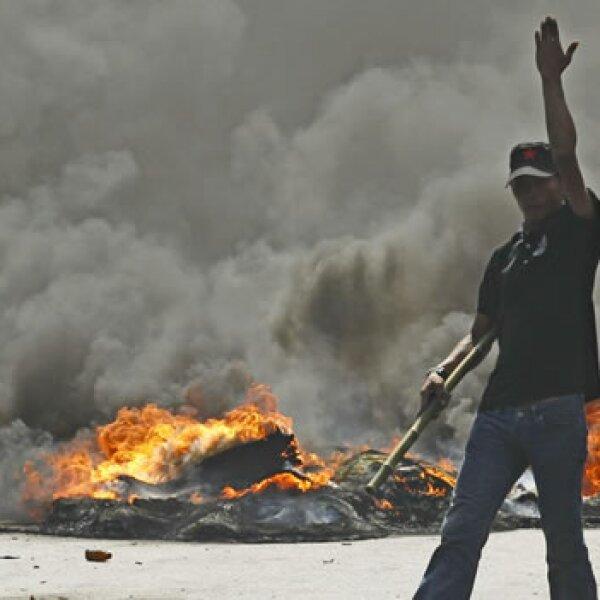 ManifeManifestante con armastante con arma