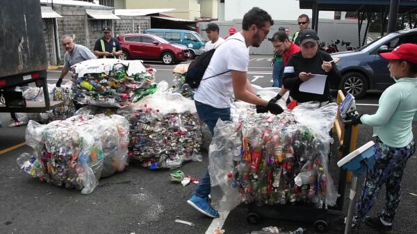 Costa Rica quiere recolectar 25 toneladas de plástico en ocho horas